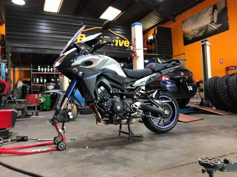 Montaje neumatico delantero en moto BMW