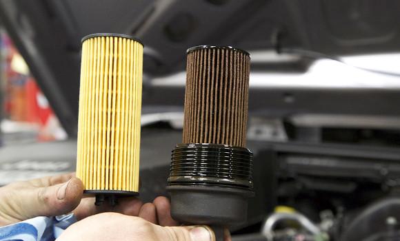 comparando un filtro aceite usado y un filto nuevo